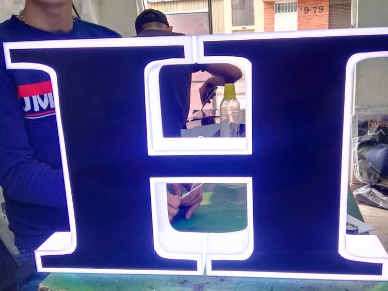 Avisos publicitarios 3d - cajas 3d y letras 3d